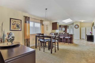 """Photo 4: 51 2120 KING GEORGE Boulevard in Surrey: King George Corridor Manufactured Home for sale in """"Five Oaks"""" (South Surrey White Rock)  : MLS®# R2454981"""