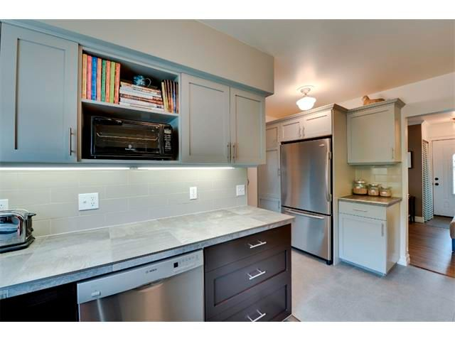 Photo 9: Photos: 5919 THORNTON Road NW in Calgary: Thorncliffe House for sale : MLS®# C4015197