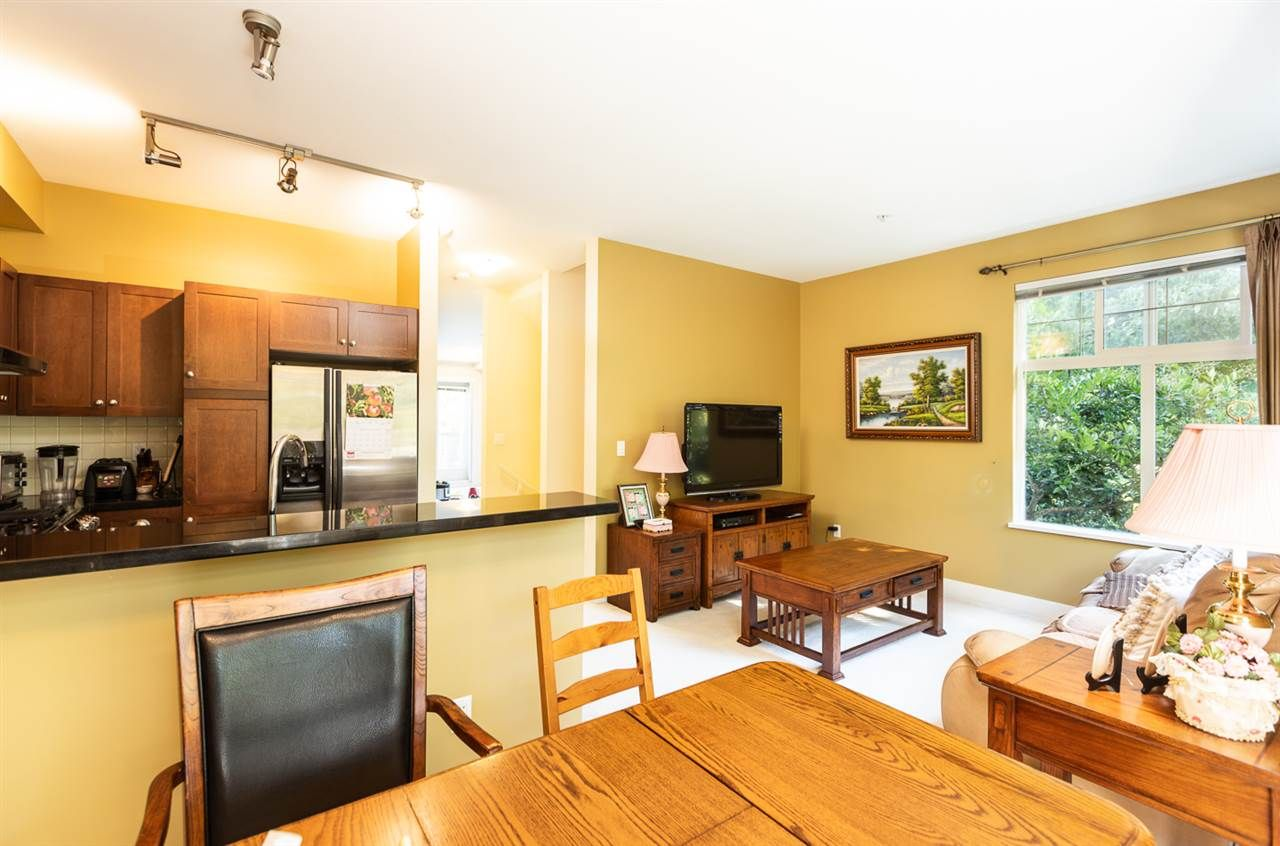 """Photo 4: Photos: 971 WESTBURY Walk in Vancouver: South Cambie Townhouse for sale in """"Churchill Gardens"""" (Vancouver West)  : MLS®# R2488294"""