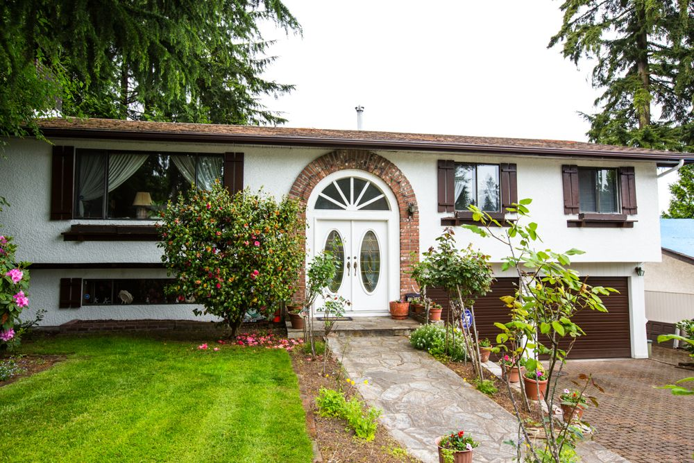 Main Photo: 2719 Daybreak Ave in Coquitlam: House for sale