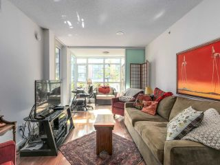 """Photo 5: 375 2080 W BROADWAY in Vancouver: Kitsilano Condo for sale in """"PINNACLE LIVING ON BROADWAY"""" (Vancouver West)  : MLS®# R2211453"""