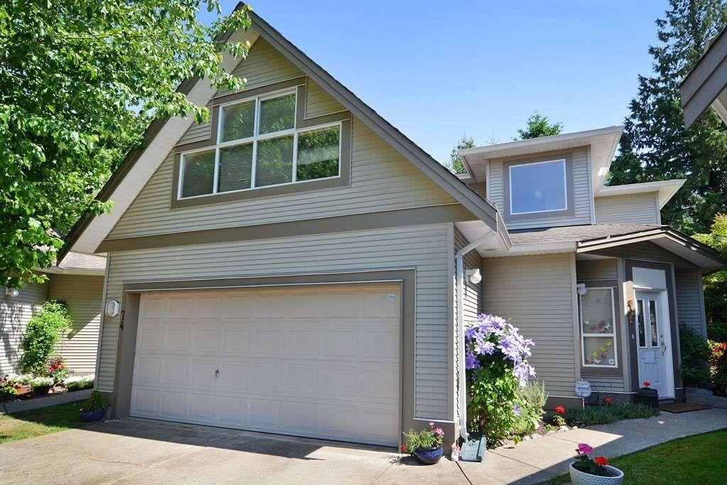"Main Photo: 74 20881 87 Avenue in Langley: Walnut Grove Townhouse for sale in ""Kew Gardens"" : MLS®# R2238202"