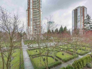 """Photo 2: 408 7368 SANDBORNE Avenue in Burnaby: South Slope Condo for sale in """"MAYFAIR 1"""" (Burnaby South)  : MLS®# R2380990"""