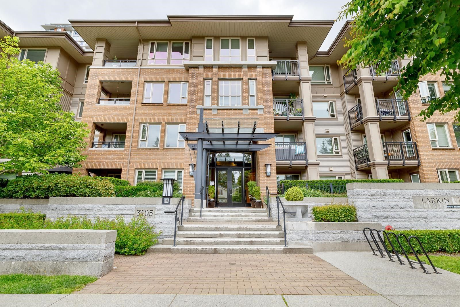 """Main Photo: 210 3105 LINCOLN Avenue in Coquitlam: New Horizons Condo for sale in """"LARKIN HOUSE"""" : MLS®# R2617801"""