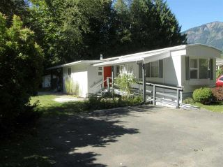 Photo 1: 14 62010 FLOOD HOPE Road in Hope: Hope Center Manufactured Home for sale : MLS®# R2495663