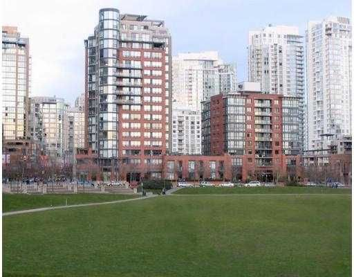 "Main Photo: 199 DRAKE Street in Vancouver: False Creek North Condo for sale in ""CONCORDIA 1"" (Vancouver West)  : MLS®# V619681"