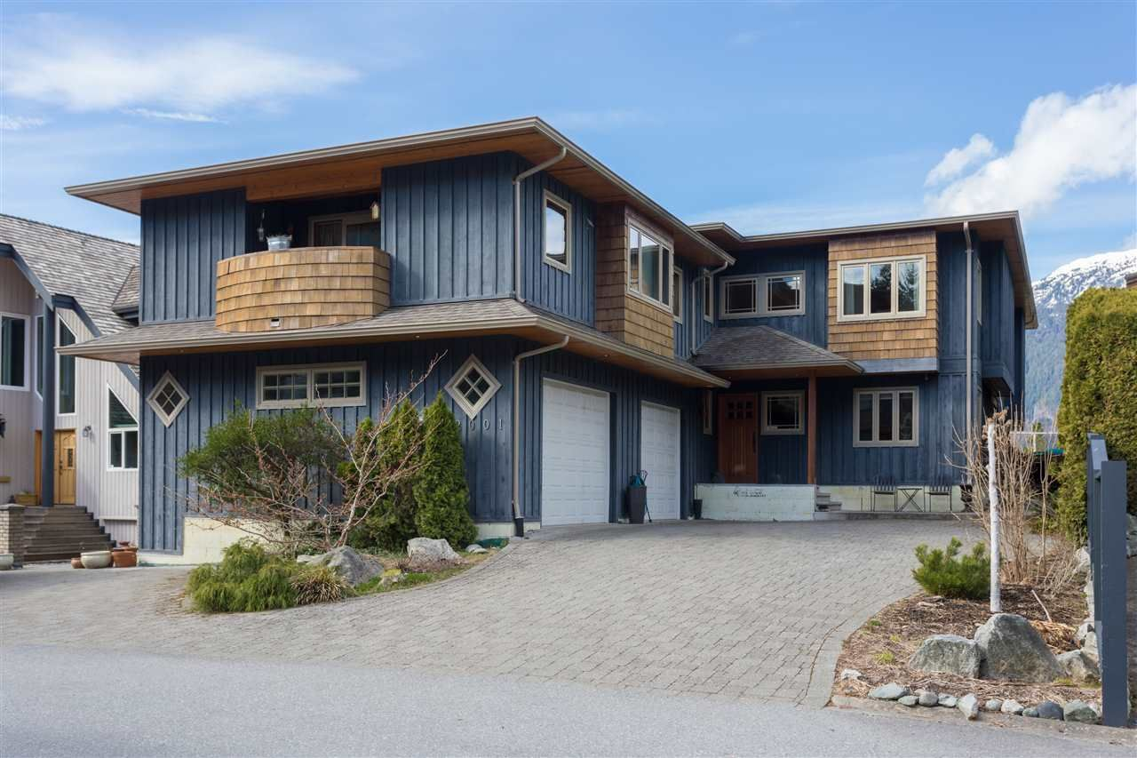 Main Photo: 2001 CLIFFSIDE Lane in Squamish: Hospital Hill House for sale : MLS®# R2249140