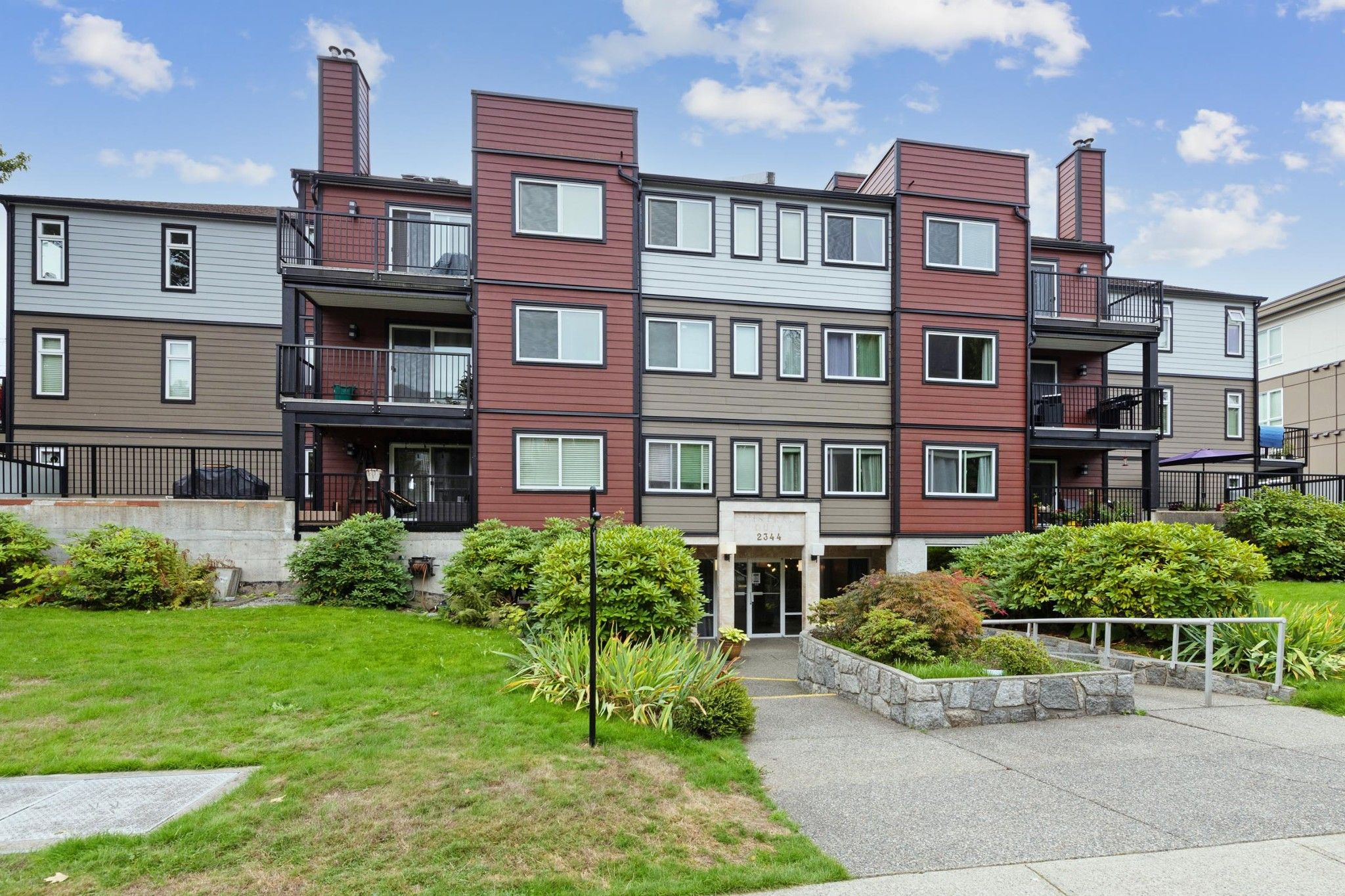 """Main Photo: 102 2344 ATKINS Avenue in Port Coquitlam: Central Pt Coquitlam Condo for sale in """"RIVER'S EDGE"""" : MLS®# R2616683"""