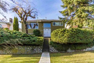 Photo 2: 8007 ELLIOTT Street in Vancouver: Fraserview VE House for sale (Vancouver East)  : MLS®# R2522410