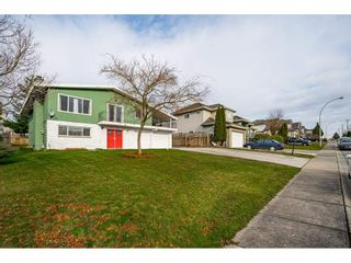 """Photo 2: 18463 56 Avenue in Surrey: Cloverdale BC House for sale in """"CLOVERDALE"""" (Cloverdale)  : MLS®# R2531383"""