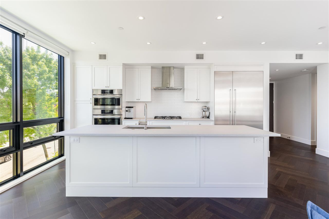 """Main Photo: 206 633 W KING EDWARD Avenue in Vancouver: Cambie Condo for sale in """"Amber by Aragon"""" (Vancouver West)  : MLS®# R2581799"""