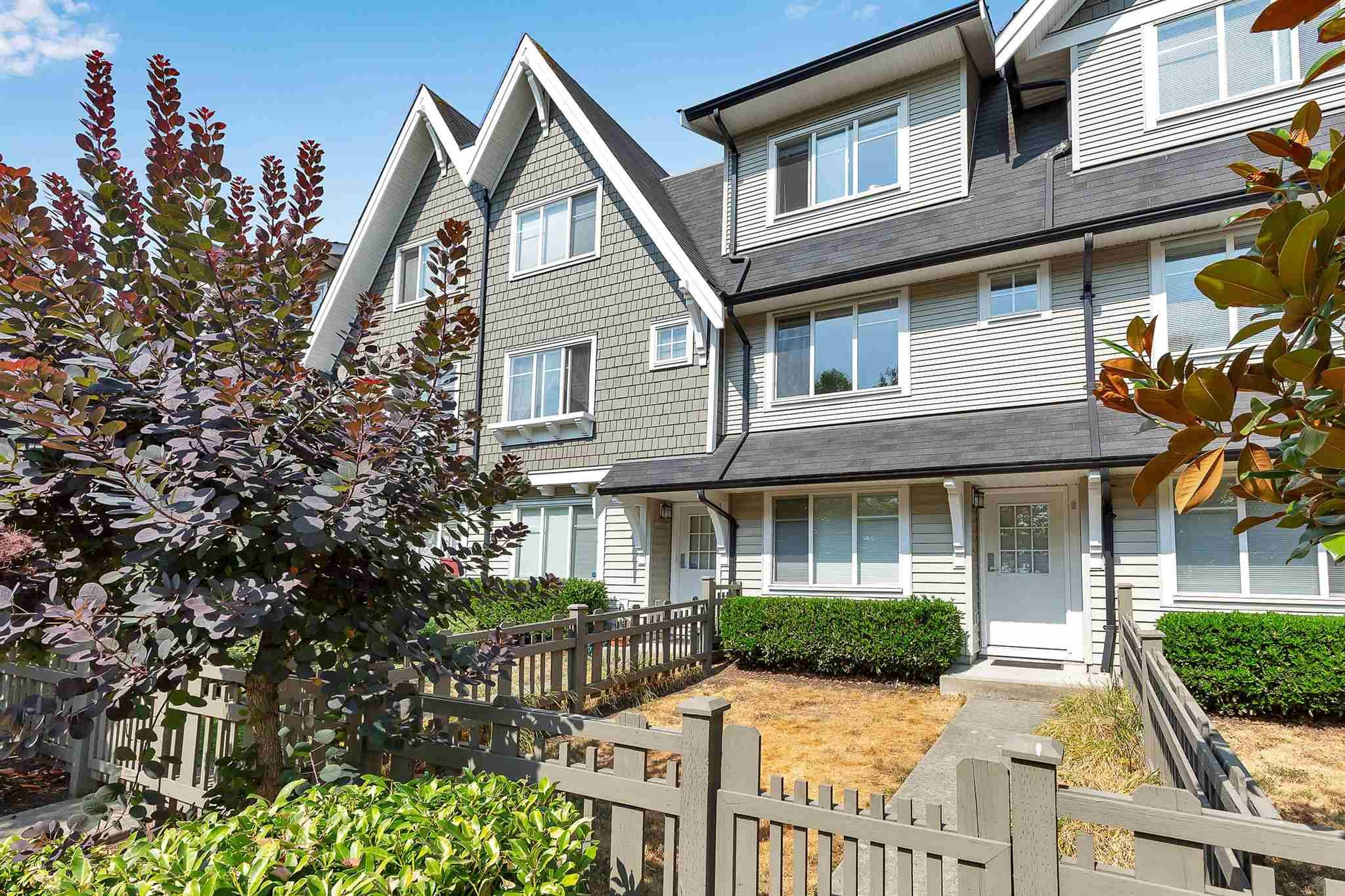 """Photo 2: Photos: 9 15871 85 Avenue in Surrey: Fleetwood Tynehead Townhouse for sale in """"Huckleberry"""" : MLS®# R2606668"""