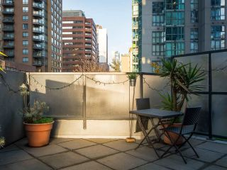 """Photo 9: 304 1212 HOWE Street in Vancouver: Downtown VW Condo for sale in """"1212 HOWE by Wall Financial"""" (Vancouver West)  : MLS®# R2221746"""