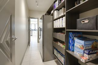 Photo 9: 2414 Tegler Green in Edmonton: Attached Home for sale : MLS®# E4066251