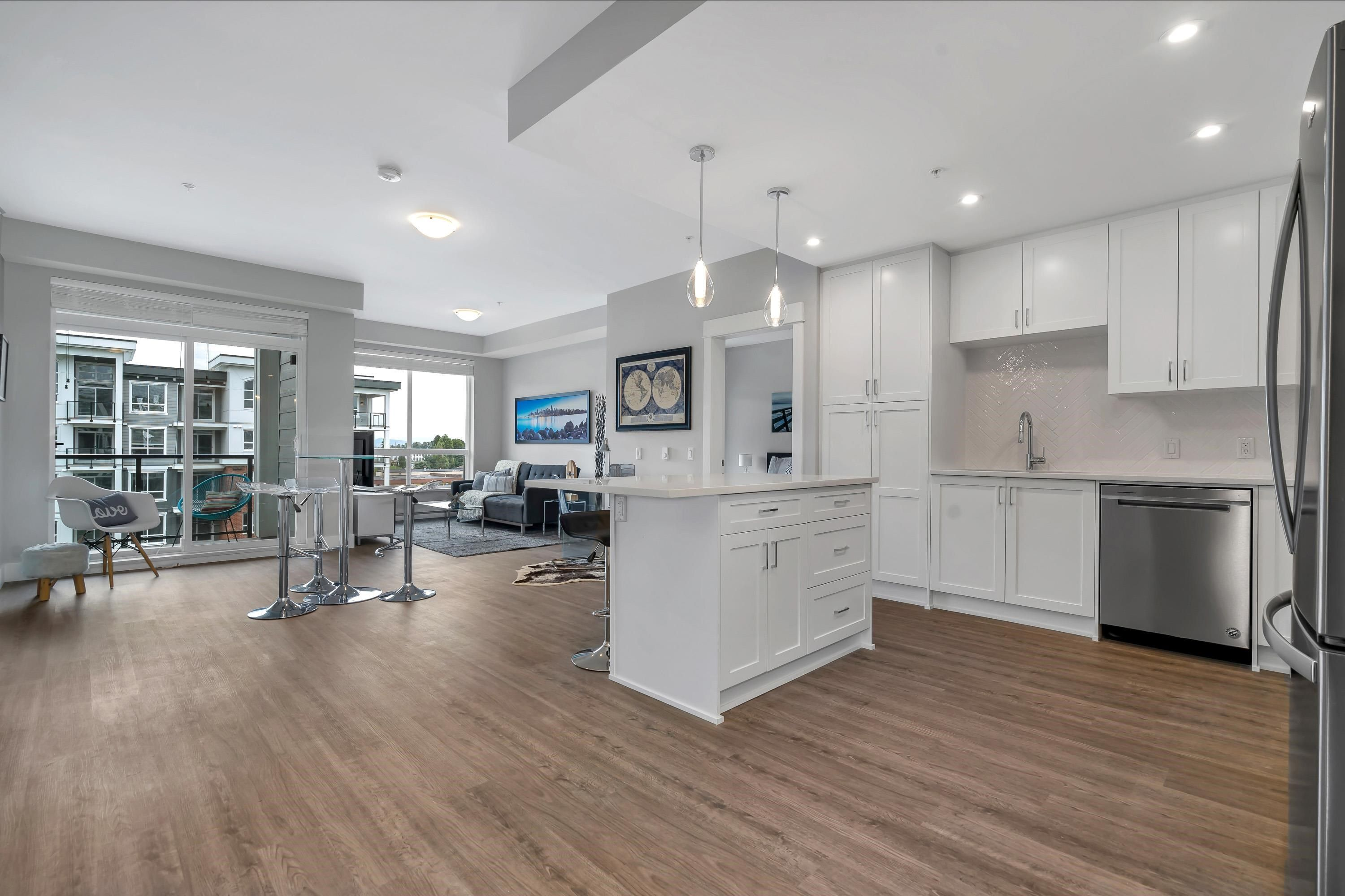 """Main Photo: 4515 2180 KELLY Avenue in Port Coquitlam: Central Pt Coquitlam Condo for sale in """"Montrose Square"""" : MLS®# R2614921"""
