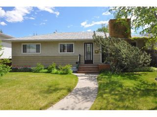 Photo 2: 80 GLAMORGAN Drive SW in Calgary: Glamorgan House for sale : MLS®# C4015454