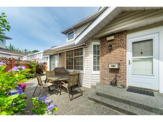 """Photo 3: 7 9163 FLEETWOOD Way in Surrey: Fleetwood Tynehead Townhouse for sale in """"Beacon Square"""" : MLS®# R2387246"""