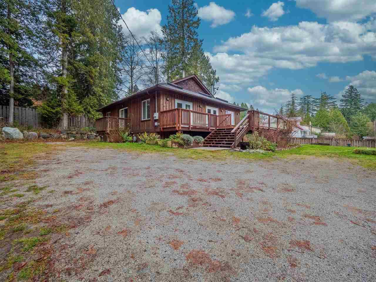 Main Photo: 130 PRATT Road in Gibsons: Gibsons & Area House for sale (Sunshine Coast)  : MLS®# R2424440