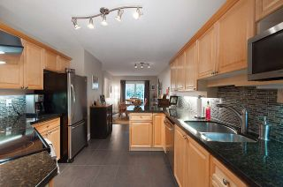 """Photo 4: 13 222 E 5TH Street in North Vancouver: Lower Lonsdale Townhouse for sale in """"BURHAM COURT"""" : MLS®# R2041998"""