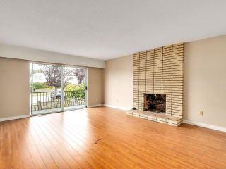 """Photo 3: 2928 E 6TH Avenue in Vancouver: Renfrew VE House for sale in """"RENFREW"""" (Vancouver East)  : MLS®# R2620288"""