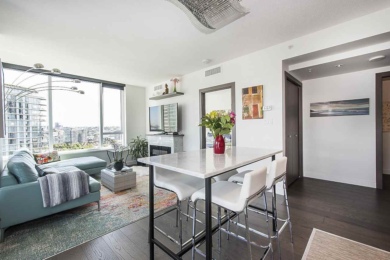 """Photo 2: Photos: 1908 68 SMITHE Street in Vancouver: Downtown VW Condo for sale in """"1 PACIFIC"""" (Vancouver West)  : MLS®# R2244187"""