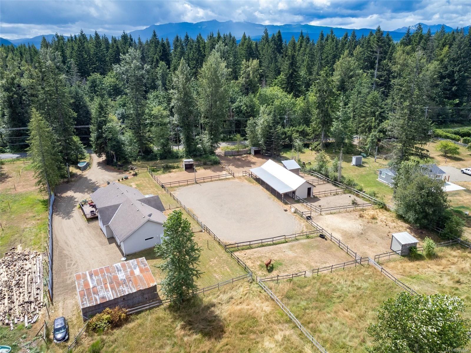 Photo 2: Photos: 3554 MacAulay Rd in : CV Merville Black Creek House for sale (Comox Valley)  : MLS®# 882696