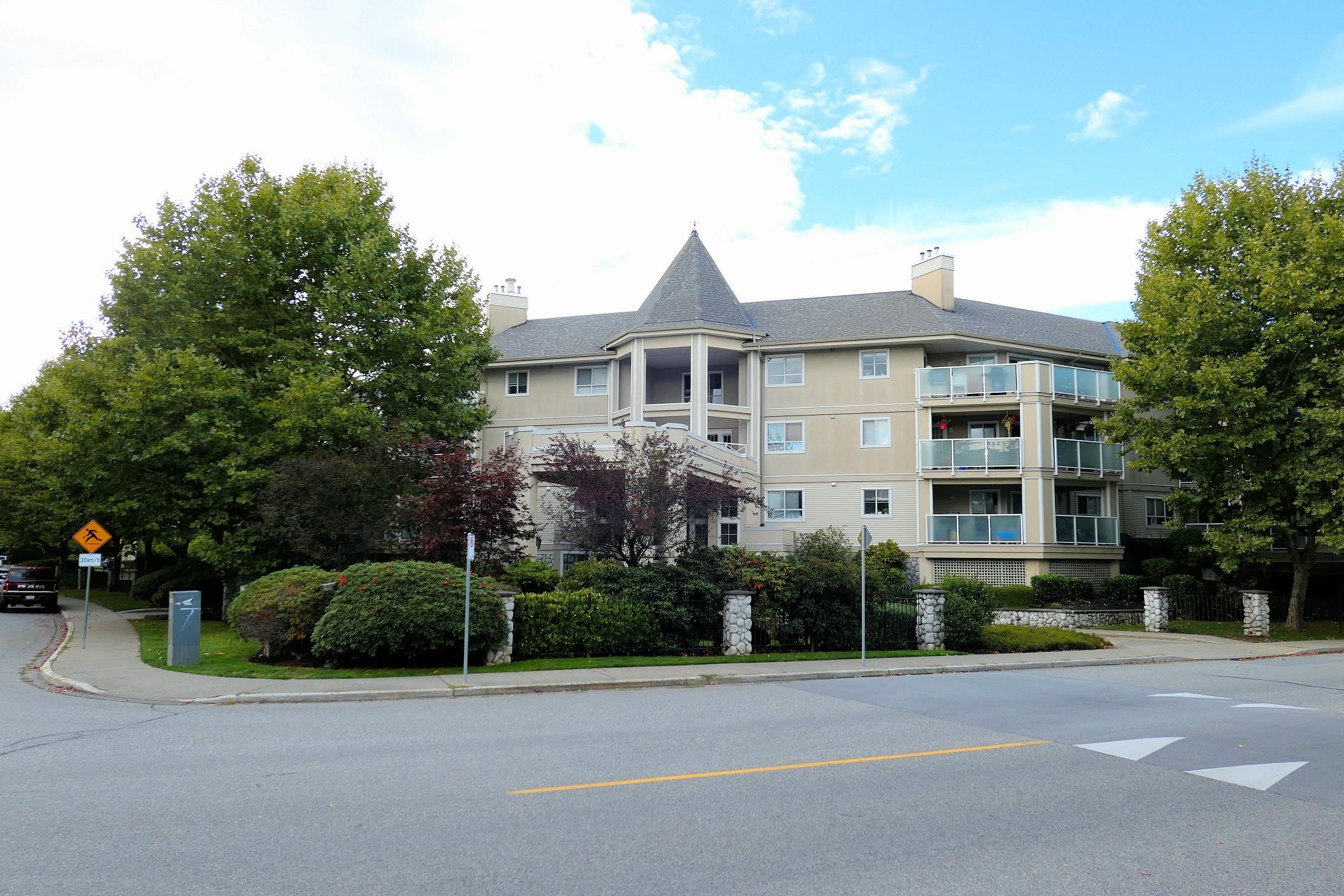 """Main Photo: 205 20145 55A Avenue in Langley: Langley City Condo for sale in """"Blackberry Lane 3"""" : MLS®# R2619315"""