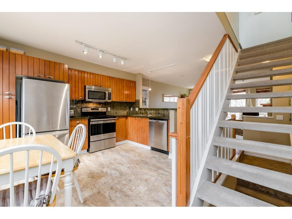 Photo 10: Photos: 6771 VILLAGE GRN in Burnaby: Highgate Townhouse for sale (Burnaby South)  : MLS®# R2439799
