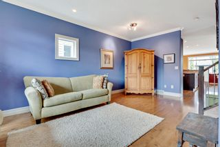 Photo 3: 640 54 Ave SW in Calgary: House for sale : MLS®# C4023546