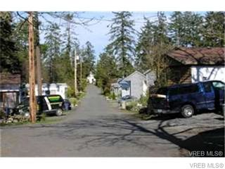 Photo 2: 33 1201 Craigflower Rd in VICTORIA: VR Glentana Manufactured Home for sale (View Royal)  : MLS®# 654887