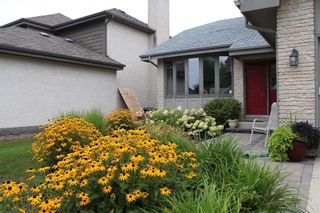 Photo 2: 23 Sloane Crescent in Winnipeg: River Park South Residential for sale (2F)  : MLS®# 202122714