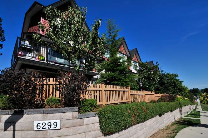 "Main Photo: 164 6299 144 Street in Surrey: Sullivan Station Townhouse for sale in ""ALTURA"" : MLS®# R2045628"