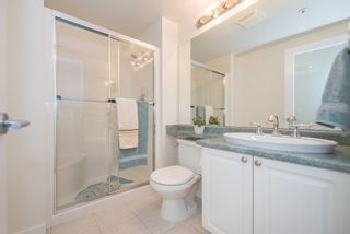 """Photo 10: 402 2288 W 12TH Avenue in Vancouver: Kitsilano Condo for sale in """"CONNAUGHT POINT"""" (Vancouver West)  : MLS®# R2051681"""