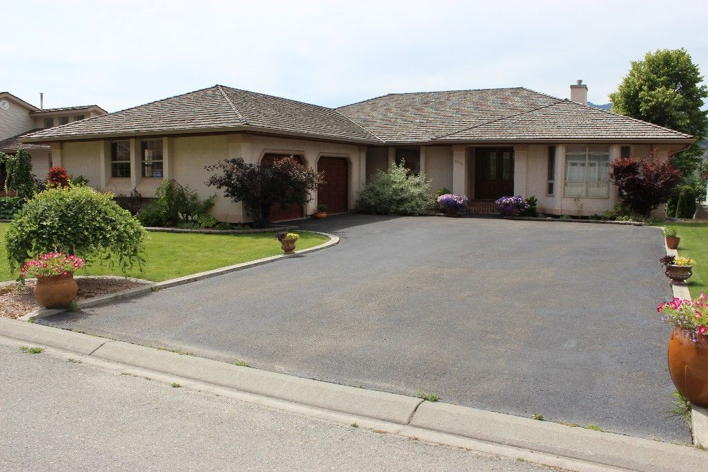 Photo 1: Photos: 3572 Navatanee Drive in Kamloops: Campbell Creek/Del Oro House for sale : MLS®# 125403