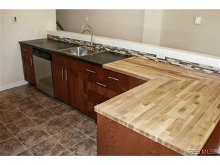 Photo 3: 1 1365 Rockland Avenue in VICTORIA: Vi Rockland Condo for sale (Victoria)  : MLS®# 618300