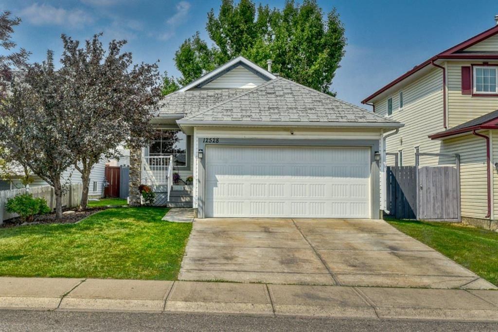 Main Photo: 12528 Coventry Hills Way NE in Calgary: Coventry Hills Detached for sale : MLS®# A1135702