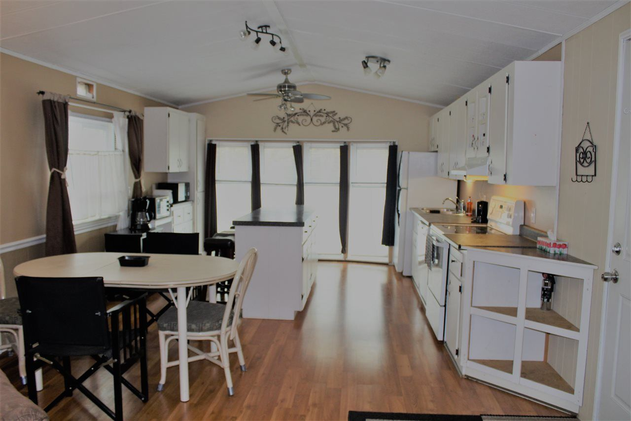 "Photo 6: Photos: 176 145 KING EDWARD Street in Coquitlam: Maillardville Manufactured Home for sale in ""MILL CREEK VILLAGE"" : MLS®# R2276955"
