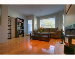 """Photo 2: 5 877 W 7TH Avenue in Vancouver: Fairview VW Townhouse for sale in """"EMERALD COURT"""" (Vancouver West)  : MLS®# v818670"""