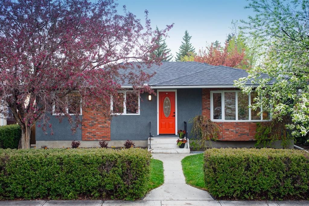 Main Photo: 3936 Vancouver Crescent NW in Calgary: Varsity Detached for sale : MLS®# A1111879