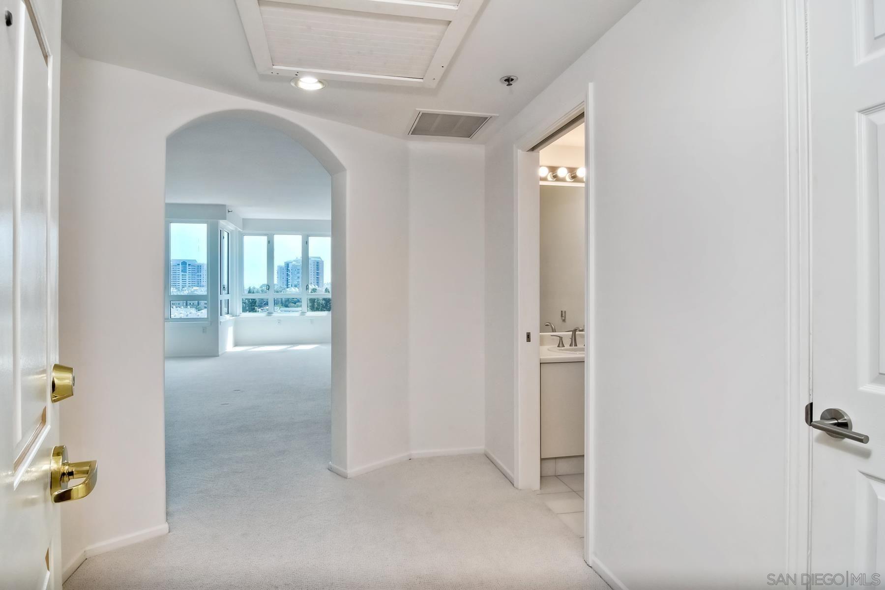 Main Photo: LA JOLLA Condo for sale : 1 bedrooms : 3890 Nobel Dr #701 in San Diego