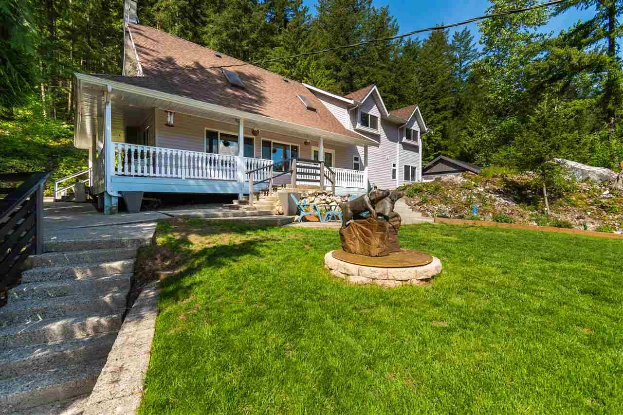 Main Photo: 23665 AMERICAN CREEK Road in Hope: Hope Center House for sale : MLS®# R2575914