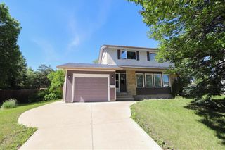 Photo 1: 114 Savoy Crescent in Winnipeg: Residential for sale (1G)  : MLS®# 202114818