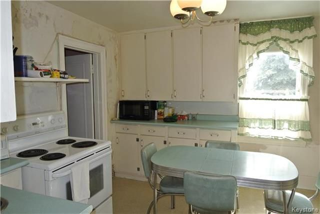 Photo 3: Photos: 570 Aberdeen Avenue in Winnipeg: North End Residential for sale (4B)  : MLS®# 1809083