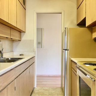 """Photo 4: 407 6026 TISDALL Street in Vancouver: Oakridge VW Condo for sale in """"Oakridge Towers Limited"""" (Vancouver West)  : MLS®# R2221019"""