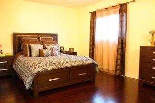 Photo 8: 866 Blyleven Boulevard in Mississauga: Freehold for sale