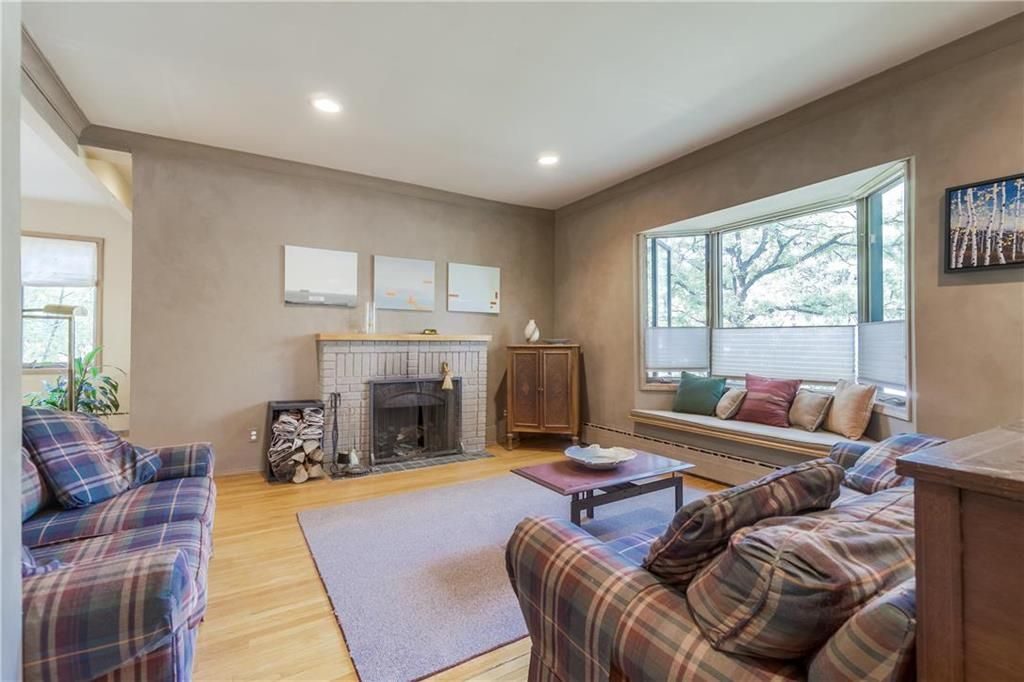 Photo 3: Photos: 906 North Drive in Winnipeg: East Fort Garry Residential for sale (1J)  : MLS®# 202116251