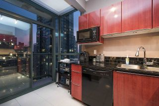 Photo 9: 2104 1239 W GEORGIA STREET in Vancouver: Coal Harbour Condo for sale (Vancouver West)  : MLS®# R2195458
