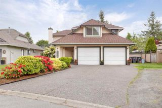 """Photo 3: 6356 187A Street in Surrey: Cloverdale BC House for sale in """"Eagle Crest"""" (Cloverdale)  : MLS®# R2586904"""