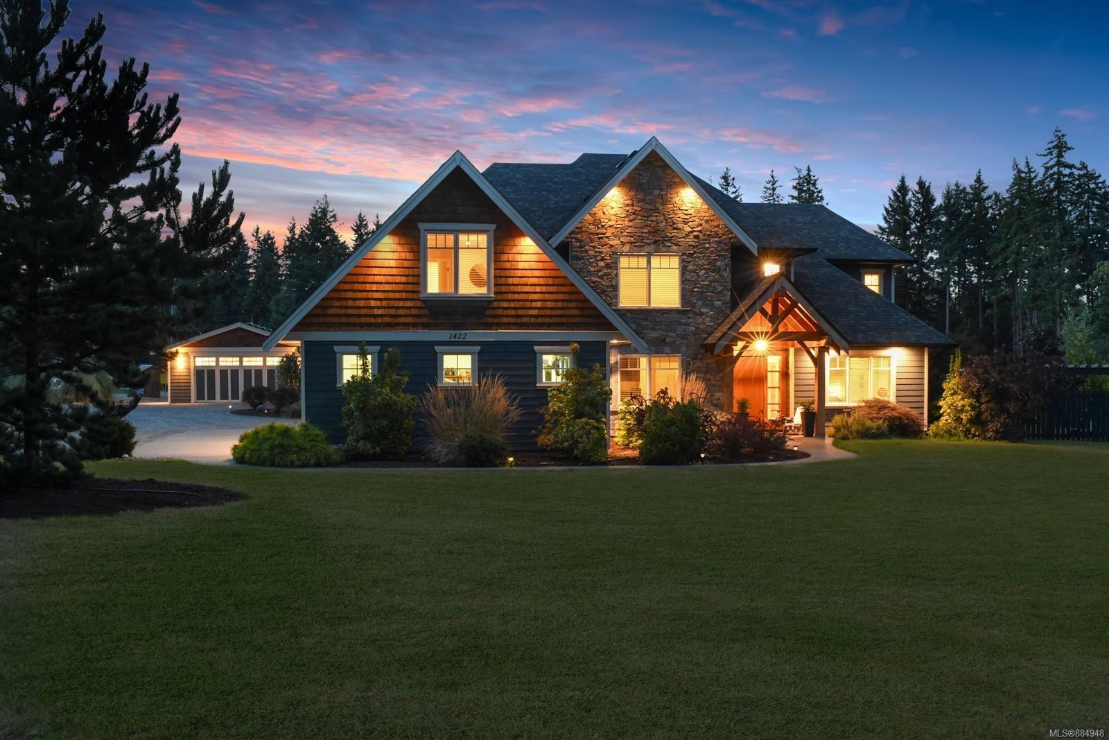 Main Photo: 1422 Lupin Dr in Comox: CV Comox Peninsula House for sale (Comox Valley)  : MLS®# 884948