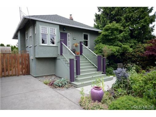 Main Photo: 1679 Knight Ave in VICTORIA: SE Mt Tolmie House for sale (Saanich East)  : MLS®# 677181
